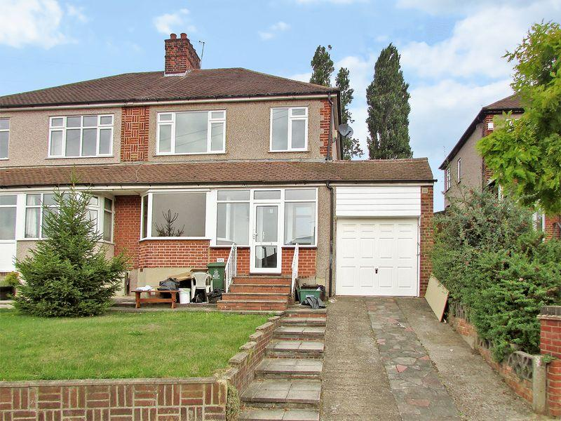 3 Bedrooms Semi Detached House for sale in Bladindon Drive, Bexley