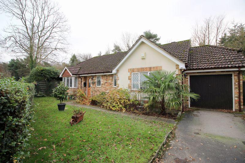 2 Bedrooms Detached Bungalow for sale in Hall Lane, Hadlow Down
