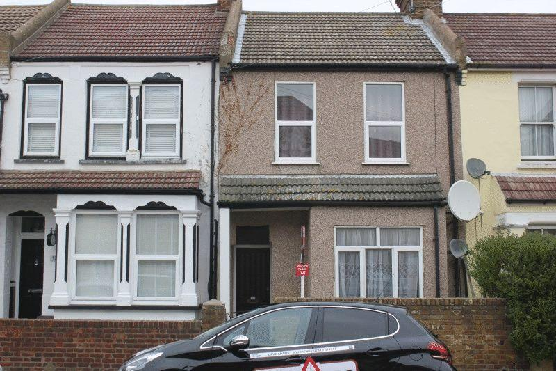 2 Bedrooms Ground Flat for sale in Northumberland Avenue, Southend-On-Sea