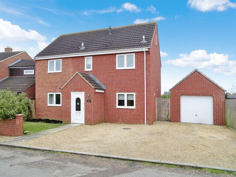 5 Bedrooms Detached House for sale in Snarlton Lane, Melksham