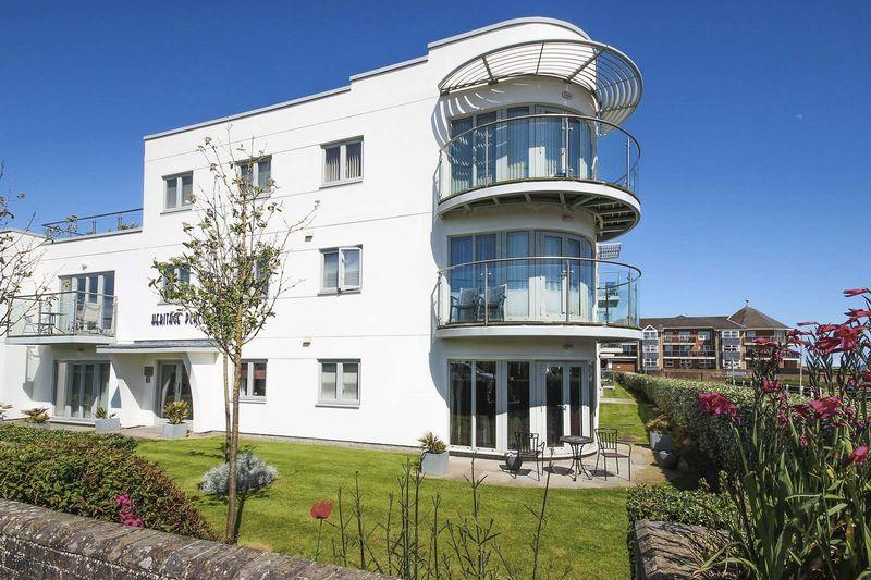 2 Bedrooms Apartment Flat for sale in Close to Rustington beach