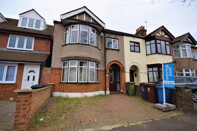 3 Bedrooms Semi Detached House for sale in Felhurst Crescent, Dagenham