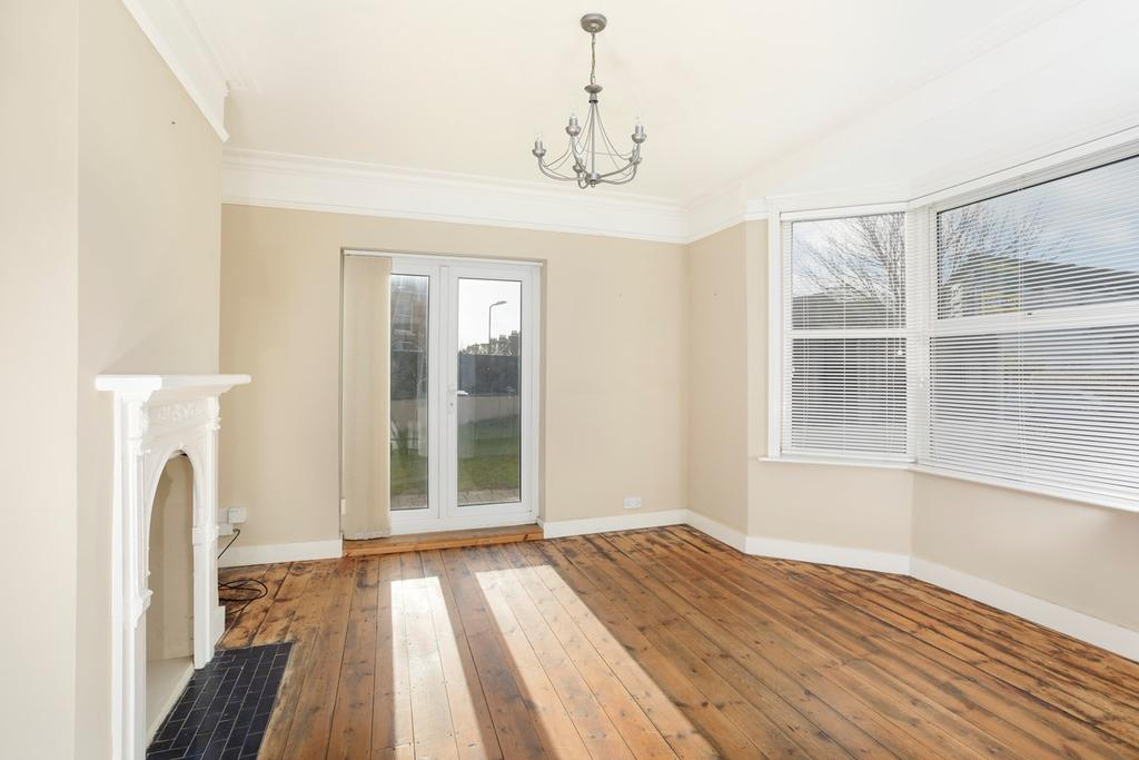 3 Bedrooms End Of Terrace House for sale in St Leonards Road, Hythe, CT21