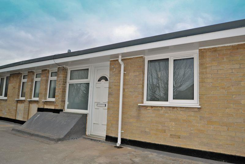 2 Bedrooms Apartment Flat for rent in A Stone's throw from the shops in Yatton