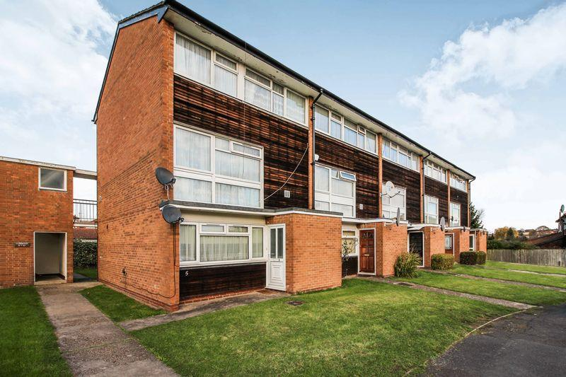 3 Bedrooms Apartment Flat for sale in Croxden Close, Edgware