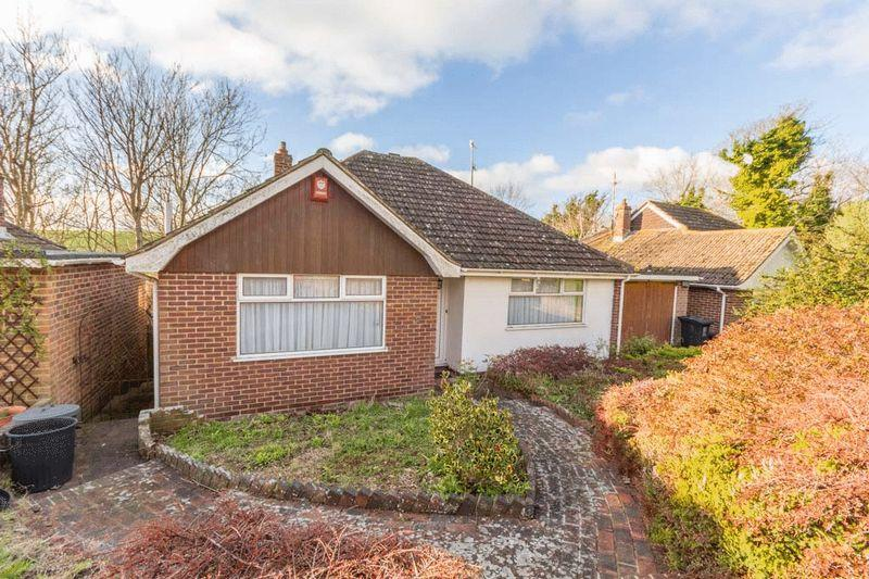 3 Bedrooms Bungalow for sale in Ainsworth Close, Brighton