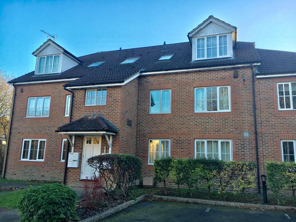 2 Bedrooms Ground Flat for rent in Whyteleafe