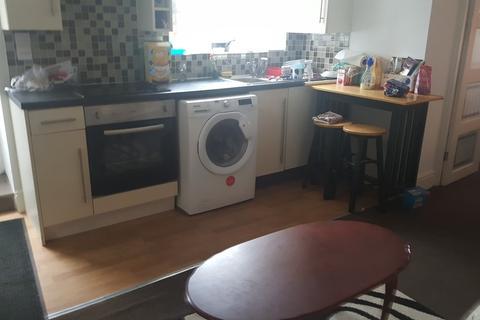 2 bedroom flat share to rent - Brunswick Street