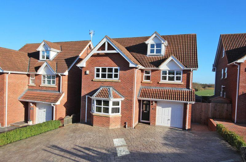5 Bedrooms Detached House for sale in Lakefield Court, Wrexham