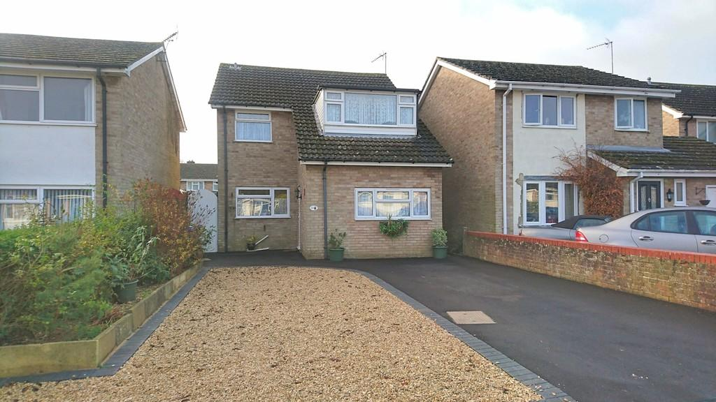 3 Bedrooms Detached House for sale in Ellesmere Crescent, Brackley