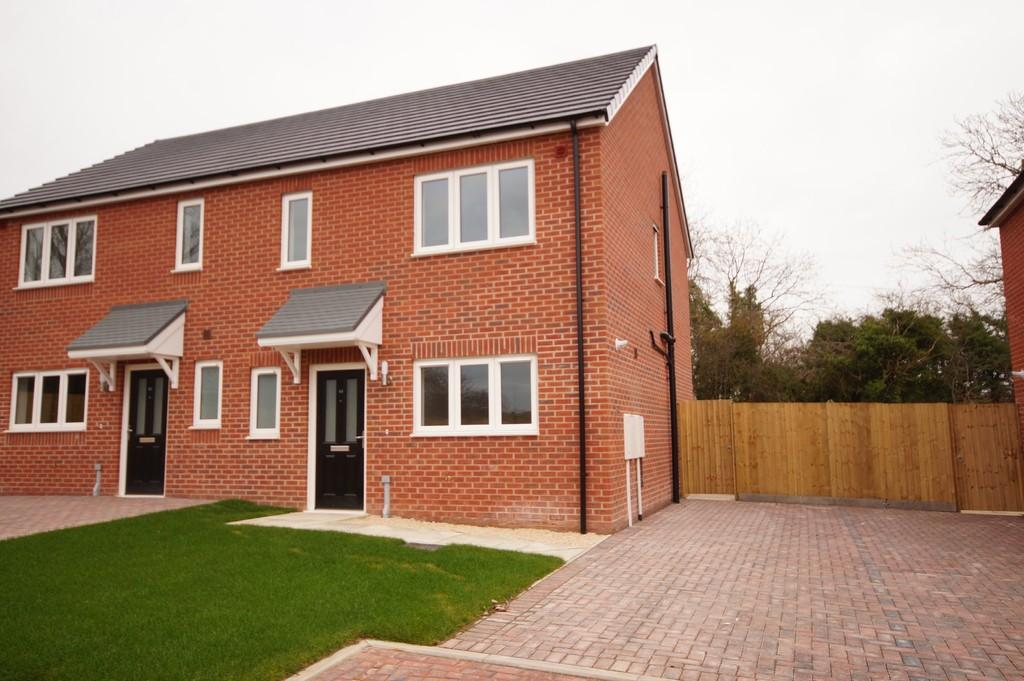 3 Bedrooms Semi Detached House for sale in Kingfisher Close, Cherry Willingham, Lincoln