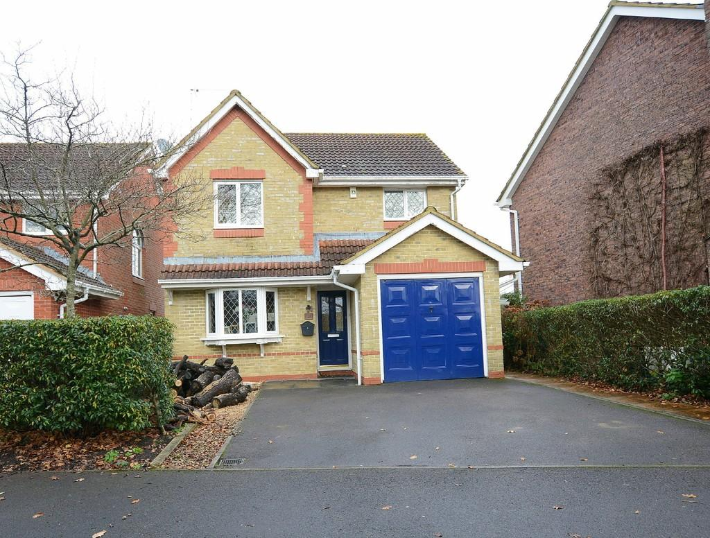 3 Bedrooms Detached House for sale in Taylor Way, Verwood