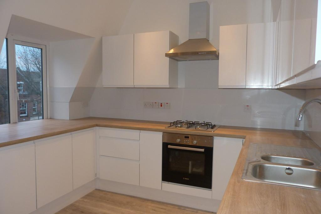 2 Bedrooms Flat for sale in Park Avenue, Willesden, London