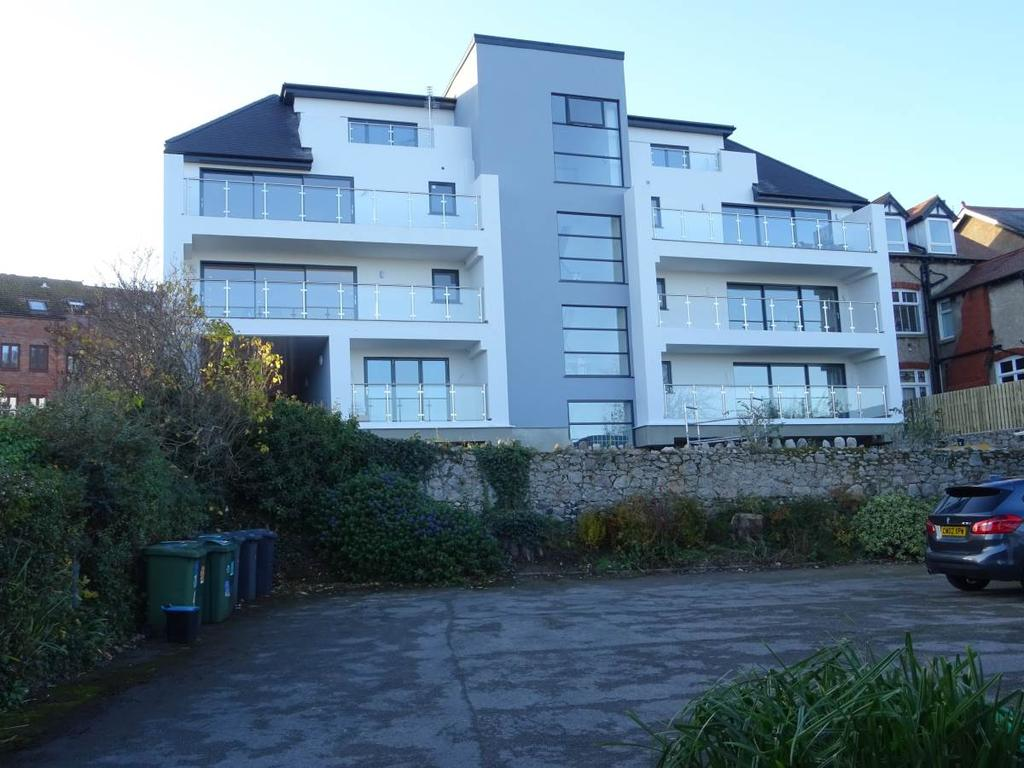 3 Bedrooms Penthouse Flat for sale in Penthouse Gwynt Y Mor Apartments Everard Road, Rhos on Sea, LL28 4EY