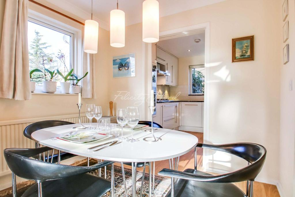 2 Bedrooms End Of Terrace House for sale in Taeping Street, Canary Wharf, E14