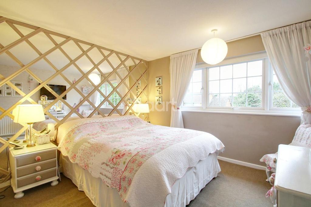 4 Bedrooms Semi Detached House for sale in Heyford Road, Radlett