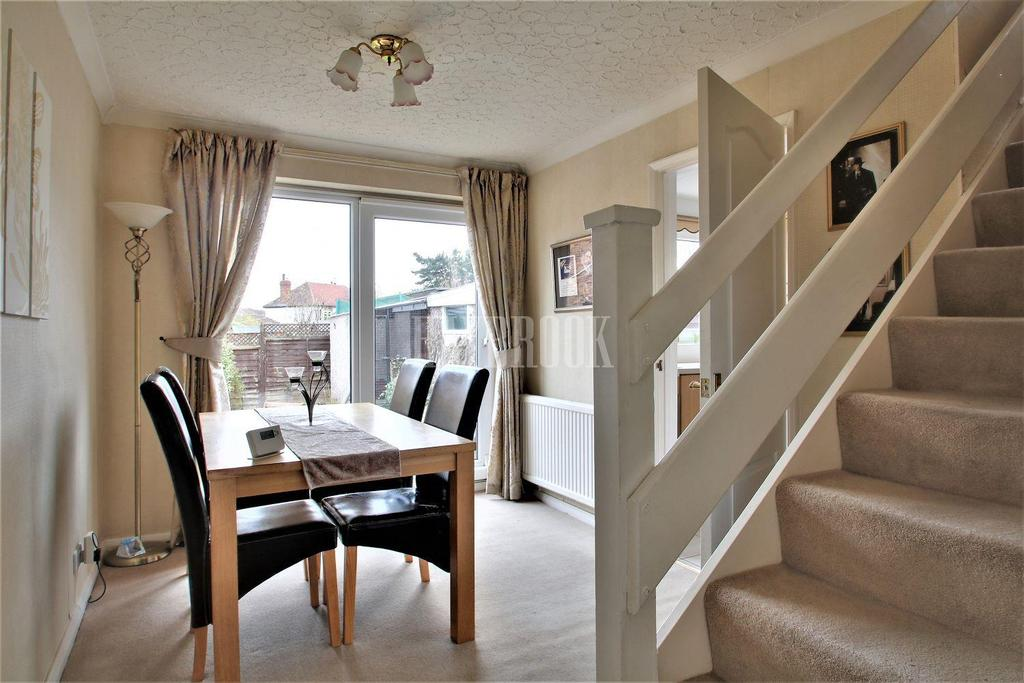 3 Bedrooms Semi Detached House for sale in California Drive, Chapeltown