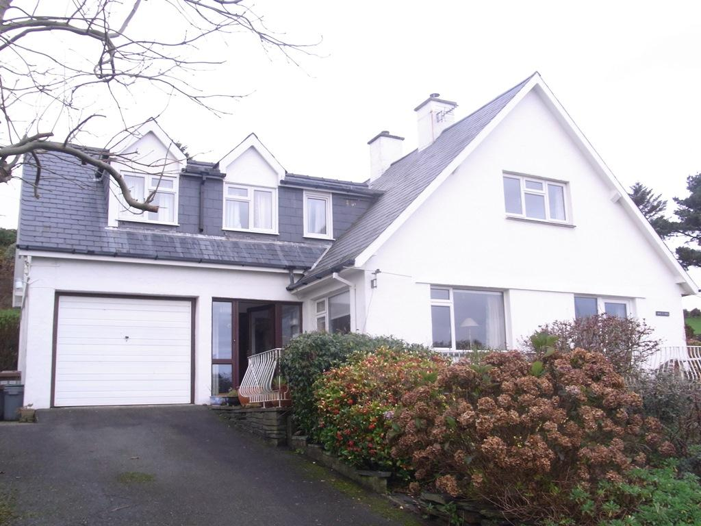 3 Bedrooms Detached House for sale in Awel y Grug , Upper Morannedd, Criccieth LL52
