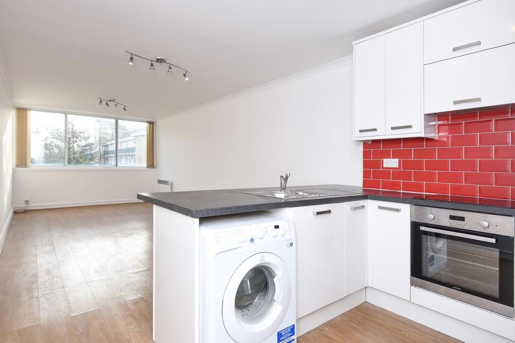 2 Bedrooms Flat for sale in Claudia Place, Southfields