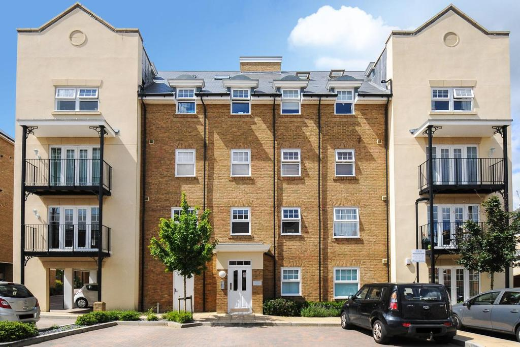 2 Bedrooms Flat for sale in Wells View Drive, Bromley