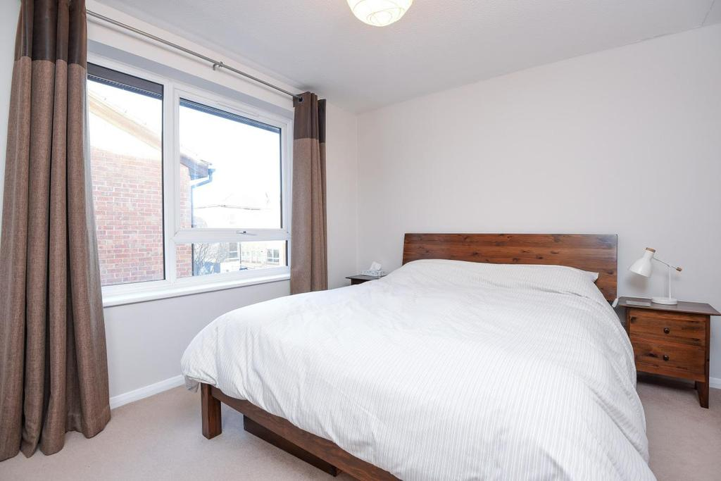 1 Bedroom Flat for sale in Chivalry Road, Battersea