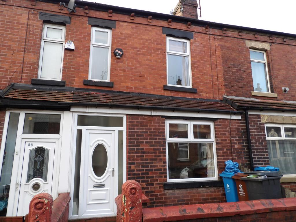 2 Bedrooms Terraced House for rent in Turner Street, Lees, Oldham OL4