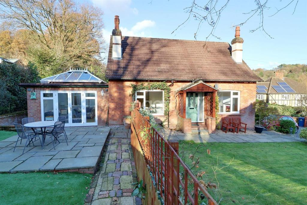 4 Bedrooms Detached House for sale in Critchmere Vale, Haslemere, Surrey