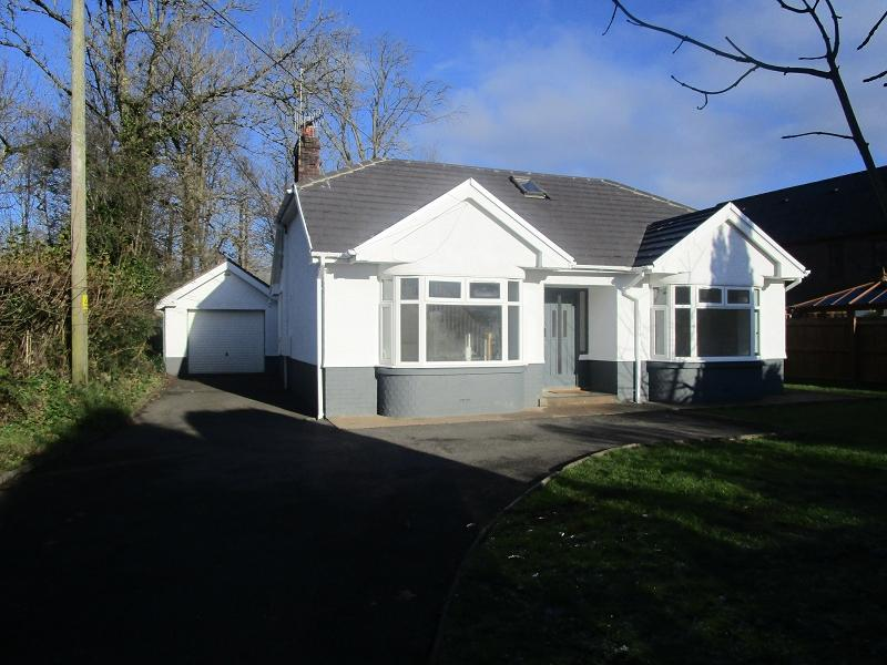 2 Bedrooms Detached Bungalow for sale in Gurnos Road, Ystradgynlais, Swansea.