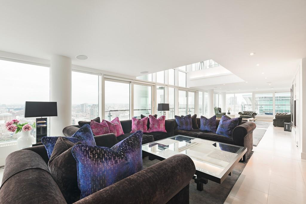 4 Bedrooms Flat for rent in Flagstaff House, St George Wharf, London, SW8