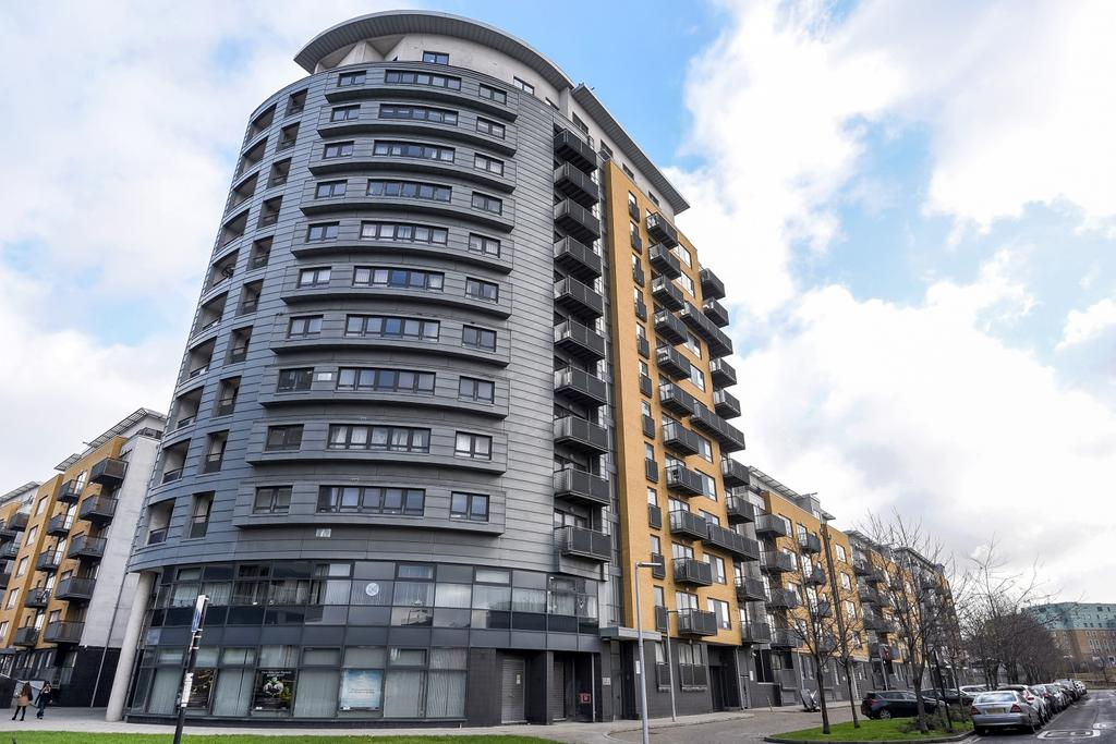2 Bedrooms Flat for sale in Tarves Way London SE10