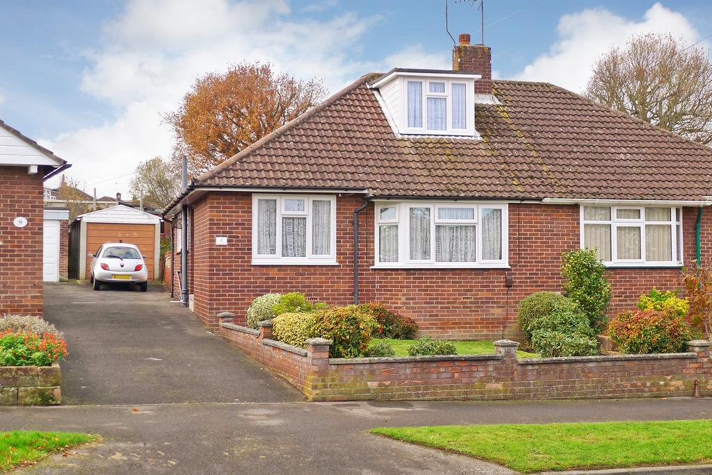 3 Bedrooms Semi Detached Bungalow for sale in FAREHAM