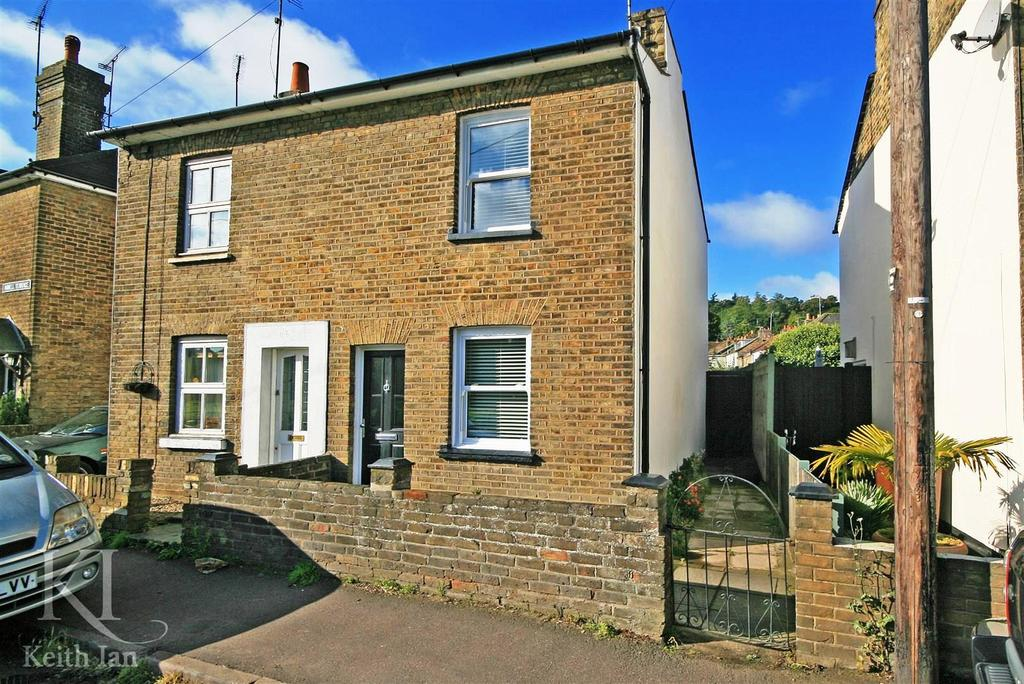 2 Bedrooms Semi Detached House for sale in Southside, Ware