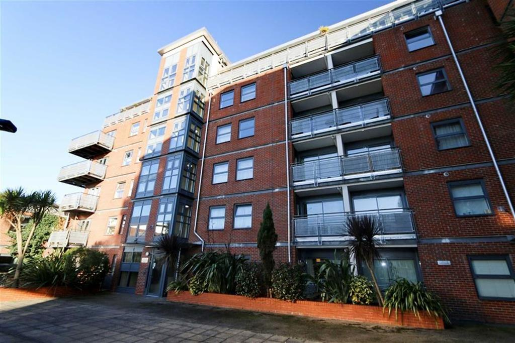 2 Bedrooms Flat for sale in Berber Parade, Shooters Hill, London, SE18