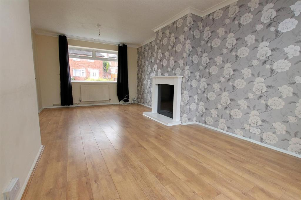 2 Bedrooms Semi Detached House for sale in Holly Road, Chesterton, Newcastle, Staffs
