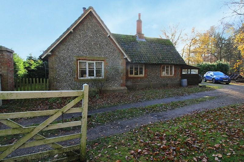 2 Bedrooms Bungalow for rent in Holt Road, Cawston, Norwich