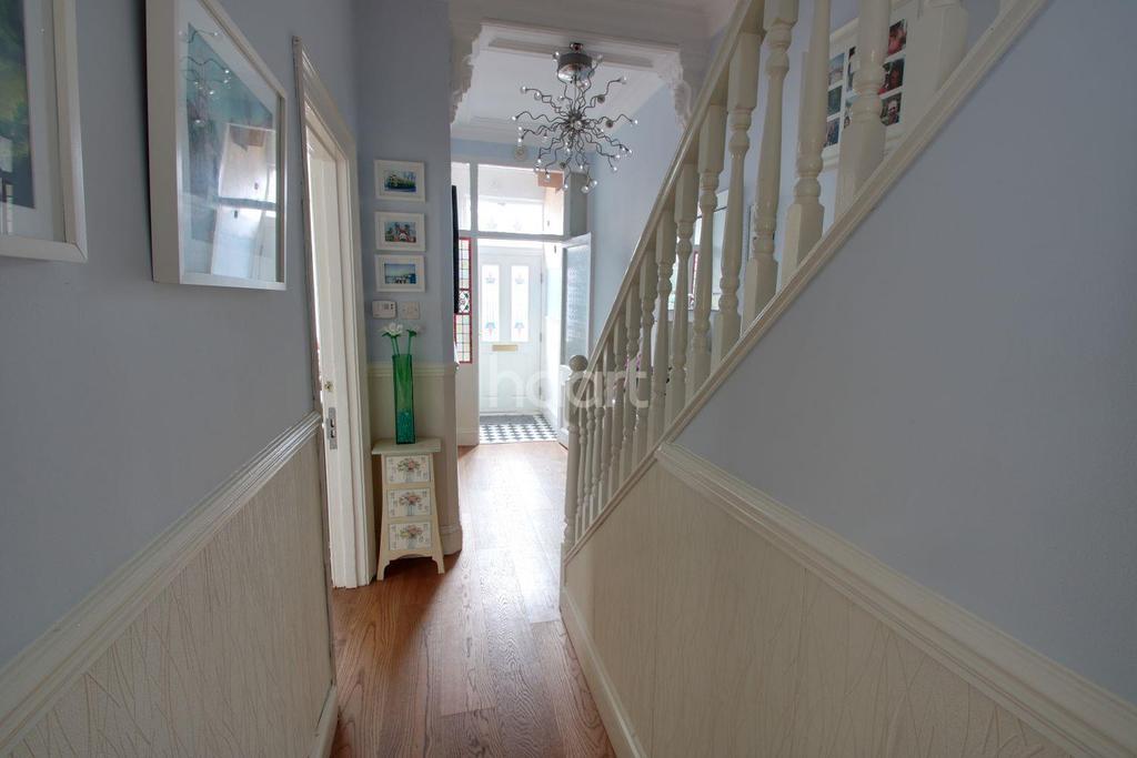 4 Bedrooms Semi Detached House for sale in Caerleon Road, St Jullians, Newport