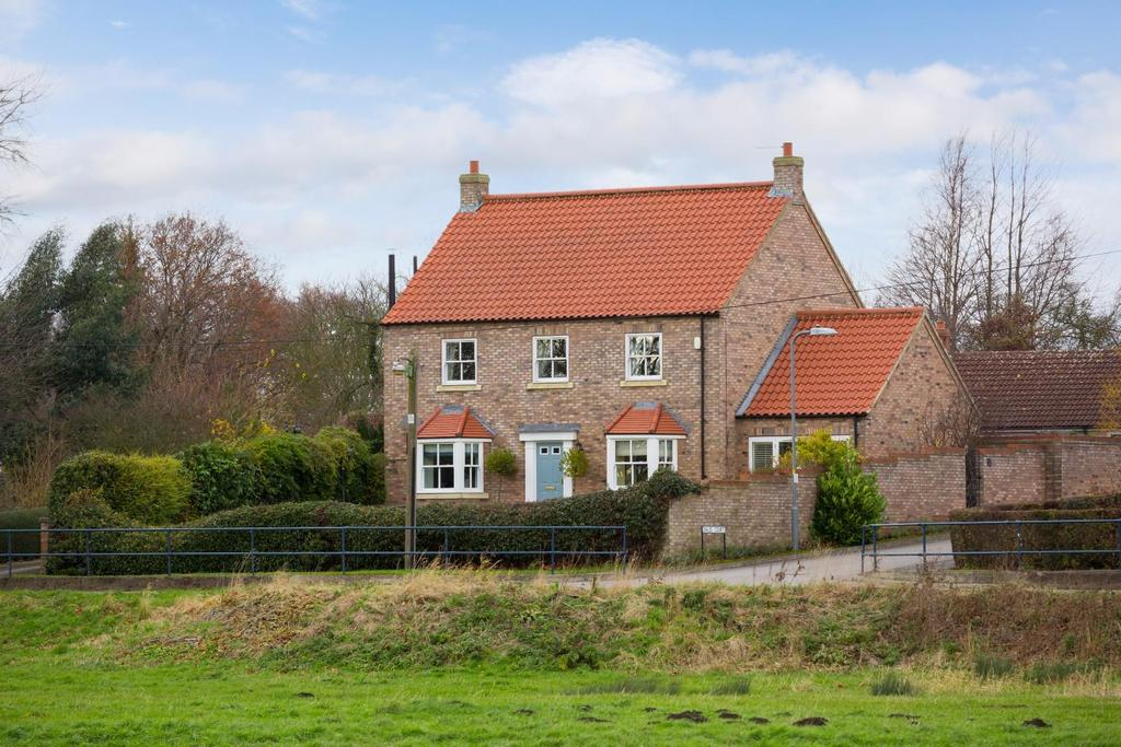 5 Bedrooms Detached House for sale in Dales Court, Stillingfleet, York