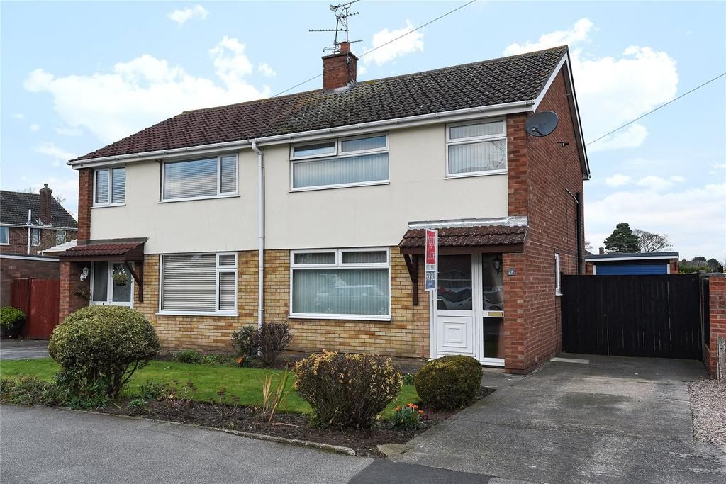 3 Bedrooms Semi Detached House for sale in Chestnut Road, North Hykeham, LN6