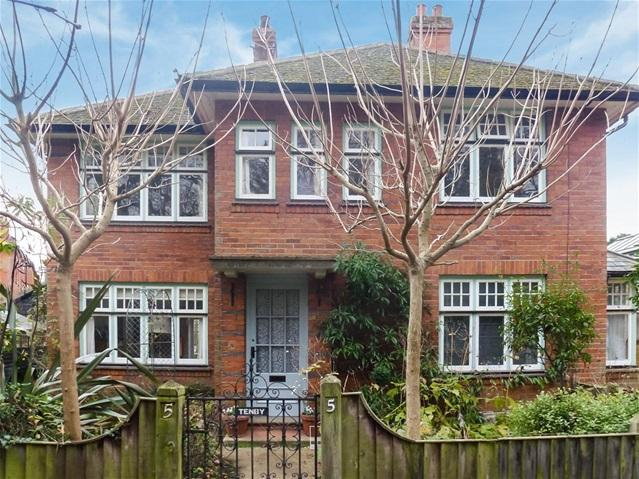 4 Bedrooms Detached House for sale in Wilderness Lane, Woodbridge