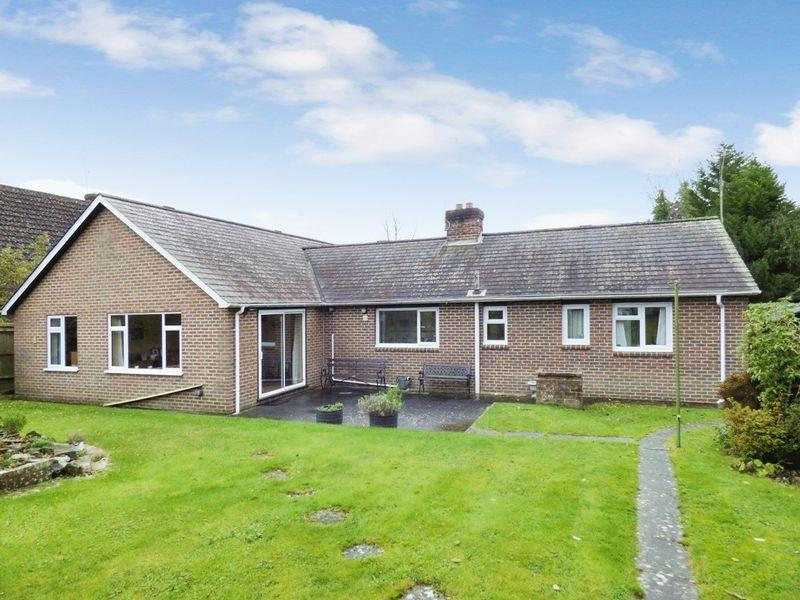 3 Bedrooms Bungalow for sale in Lower Station Road, Newick
