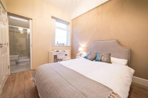 3 bedroom house share to rent - Gradwell St, Stckport, Grater Manchester SK3