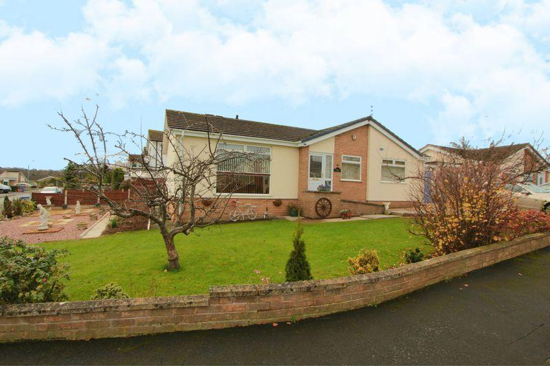3 Bedrooms Detached House for sale in Clwydian Park Crescent, St. Asaph
