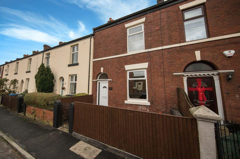 2 Bedrooms Terraced House for sale in Pym Street, Heywood
