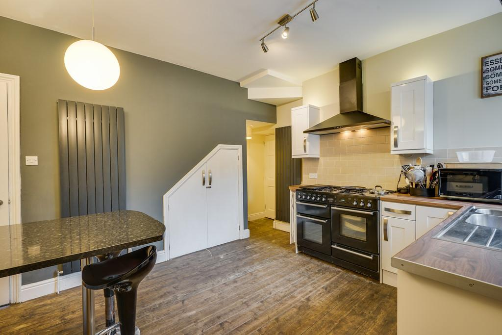 4 Bedrooms End Of Terrace House for sale in 52 Park Road, Milnthorpe, Cumbria, LA7 7AD