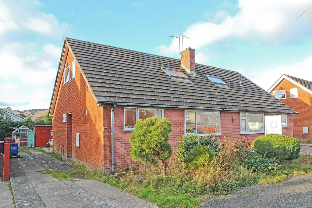 3 Bedrooms Semi Detached House for sale in Cae Gweithdy, Menai Bridge, North Wales