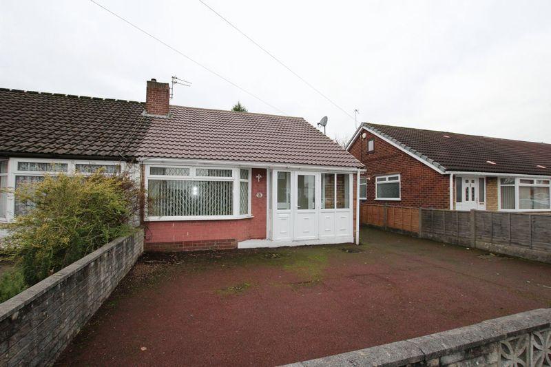 2 Bedrooms Semi Detached Bungalow for sale in Roundthorn Road, Alkrington, Middleton, Manchester M24 1FU
