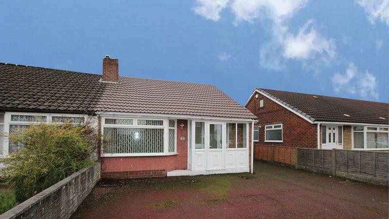 2 Bedrooms Semi Detached Bungalow for sale in Roundthorn Road, Alkrington, Middleton, Manchester M24 1FU