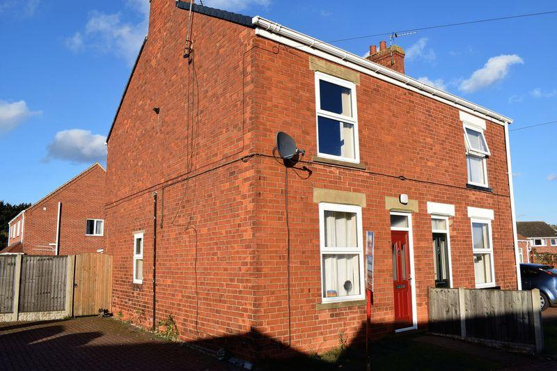 3 Bedrooms Semi Detached House for sale in School Houses, Brigg