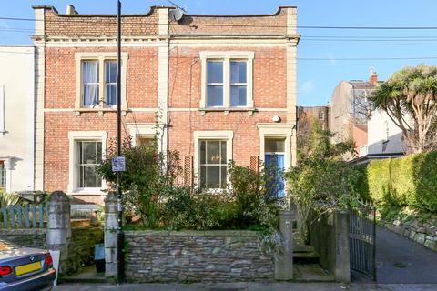 3 bedroom end of terrace house for sale - Lower Cheltenham Place, Montpelier, Bristol, BS6