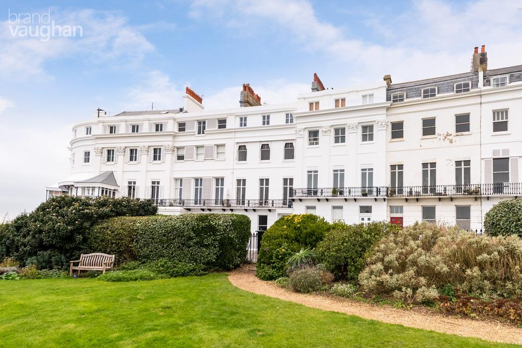 4 Bedrooms Maisonette Flat for sale in Lewes Crescent, Brighton, BN2